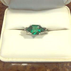 4 CTW Princess Cut Emerald Ring.  Size 5